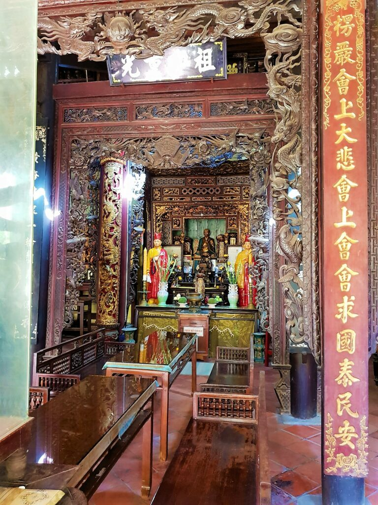 Inside view of temple at Vinh Tranh pagoda