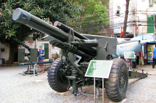 Artillery gun in front of War Remnants museum