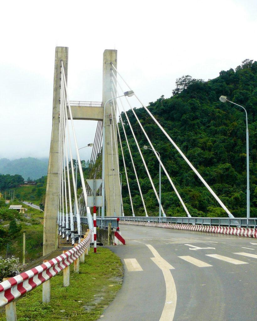 Cau Dakrong Bridge