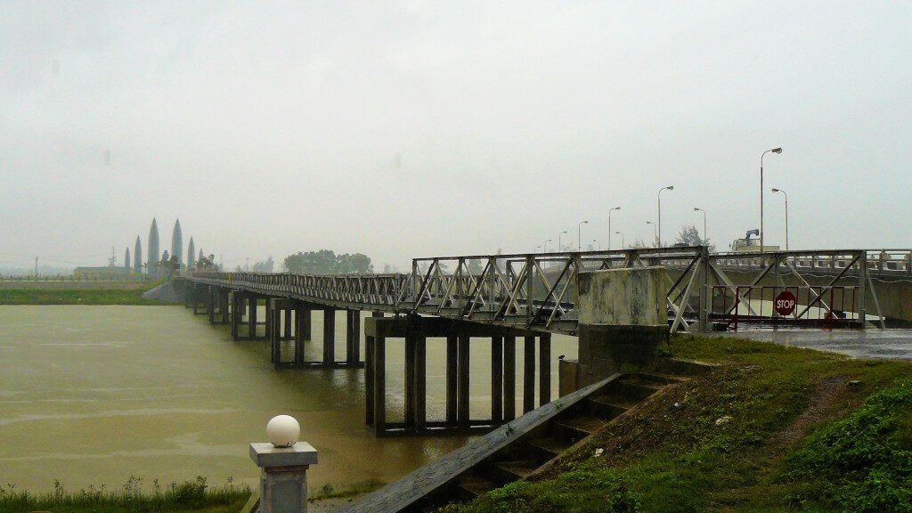 Hien Luong bridge that connected North with South Vietnam