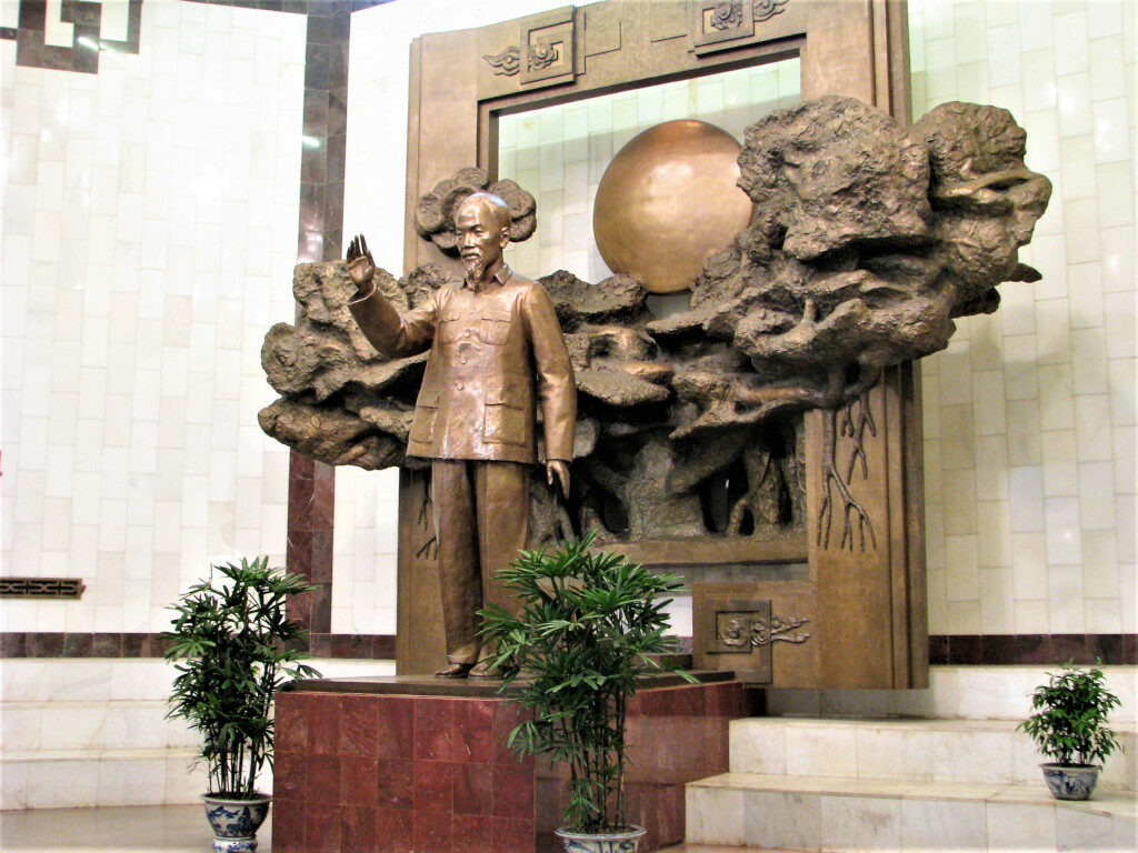Statue of Ho Chi Minh at the entrance into the museum