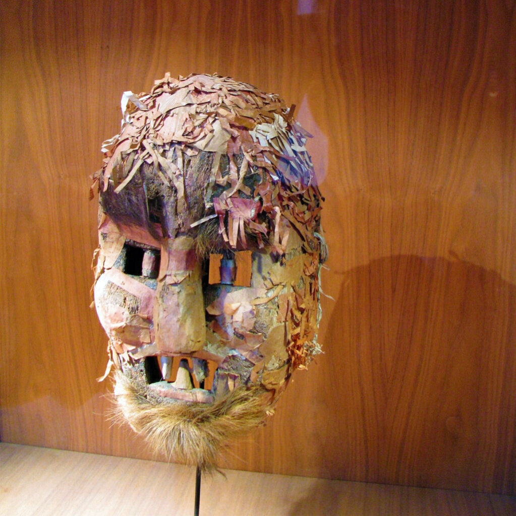 Example of Dao mask used in initiation rituals
