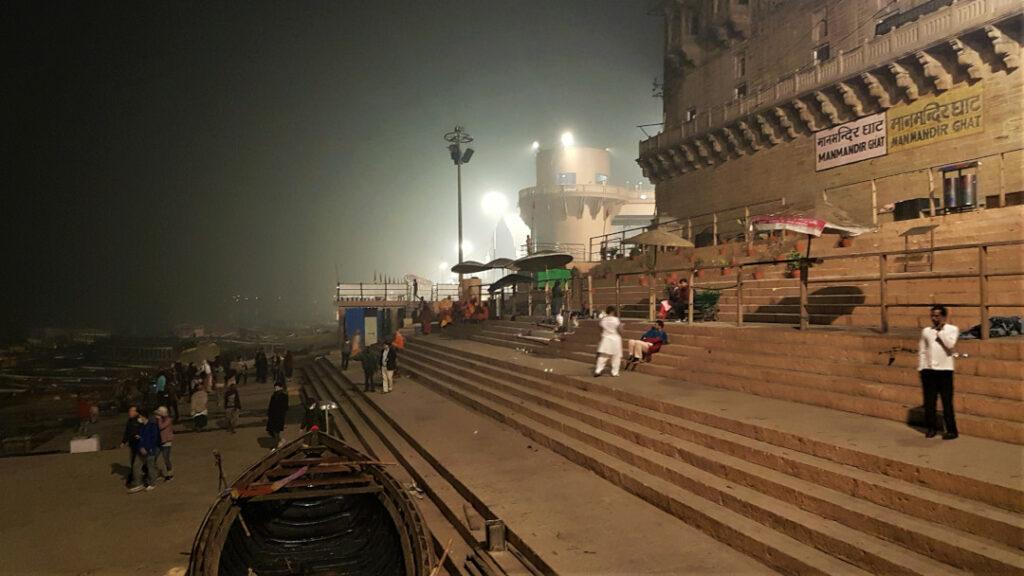 Waiting for daybreak at Manmandir Ghat