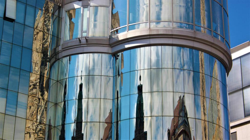 The mirror facade on Haas Haus