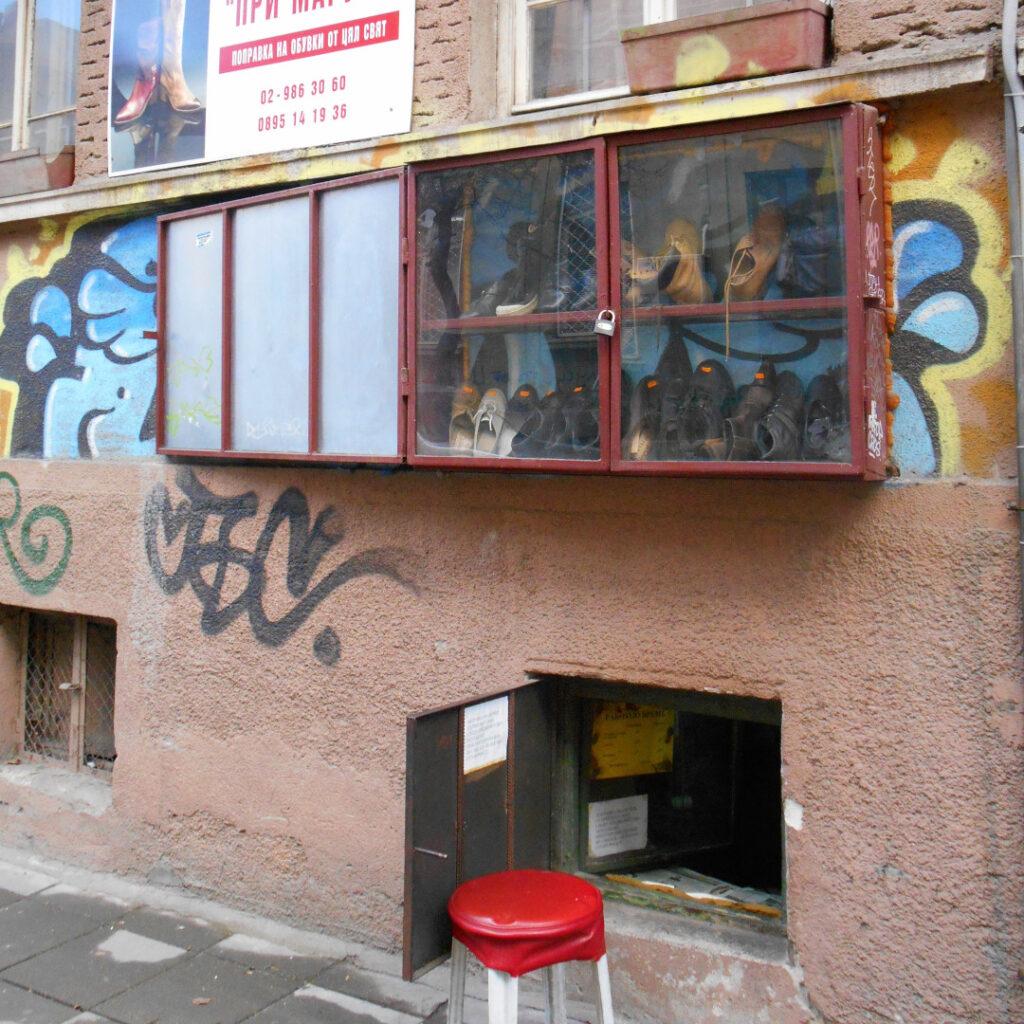 A cobbler's klek shop
