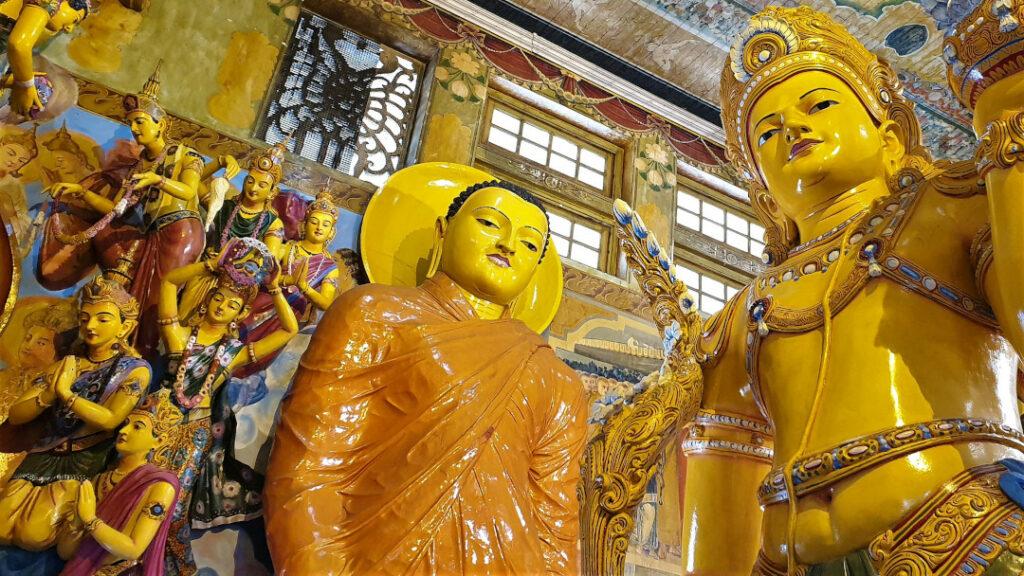 Inside the vihara at Gangaramaya temple